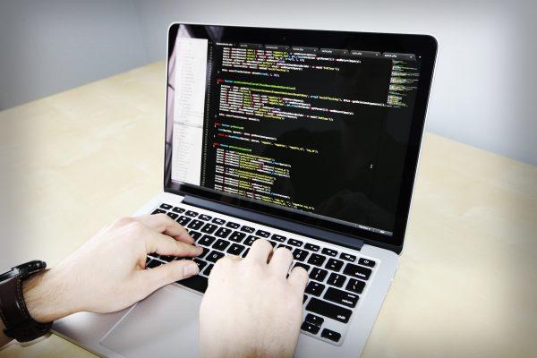 Use of PHP Artisan command with Laravel framework